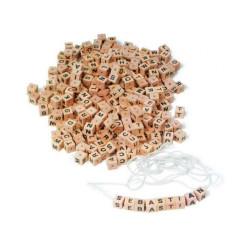 Small Foot Dřevěné navlékací korálky Písmenkové kostky
