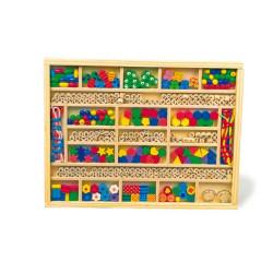 Small Foot Dřevěné navlékací korálky a písmenka v boxu